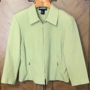Apple green lightweight zip front jacket. NWOT 👗
